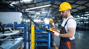 Systemy przywoławcze w zakładzie produkcyjnym.